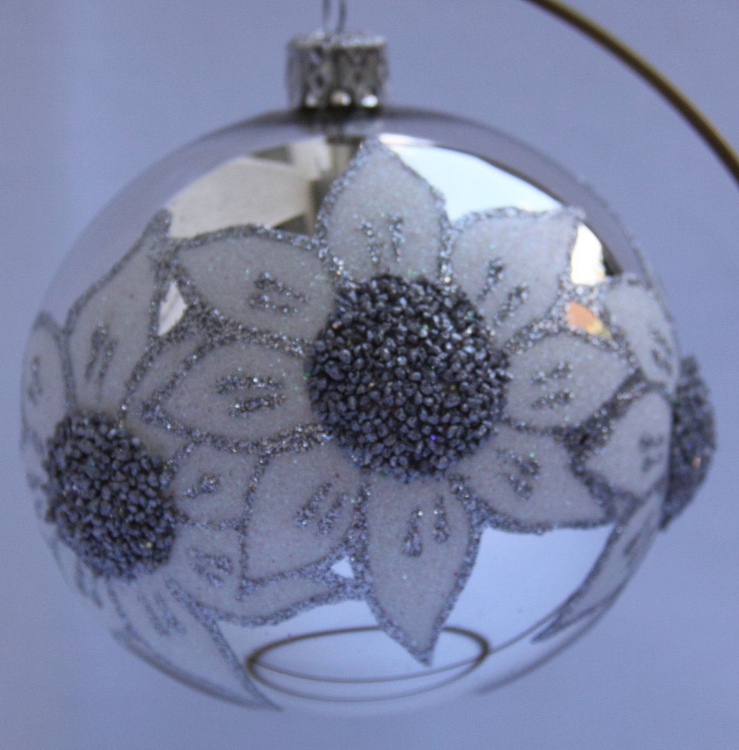 silberne weihnachtskugeln aus glas 4er set. Black Bedroom Furniture Sets. Home Design Ideas