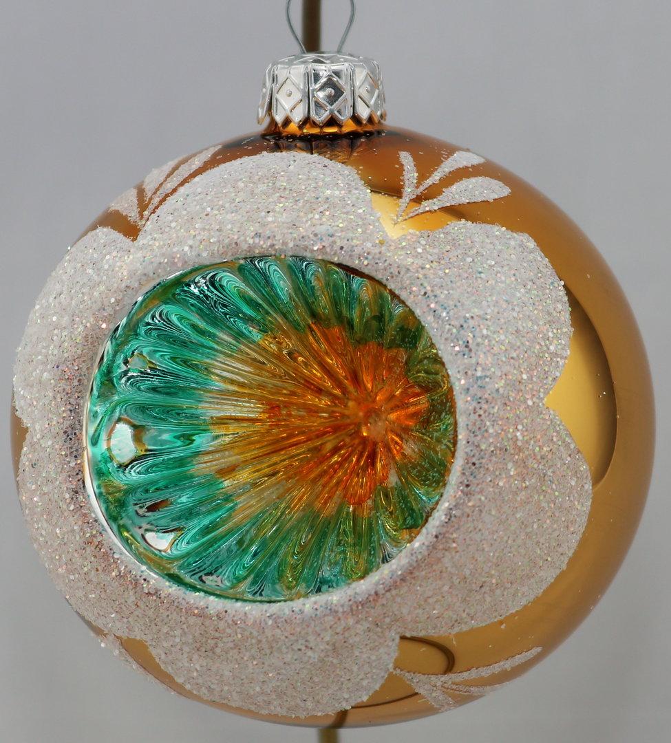Gl nzende bunte weihnachtskugeln mit reflexen aus glas for Bunte lampenschirme aus glas
