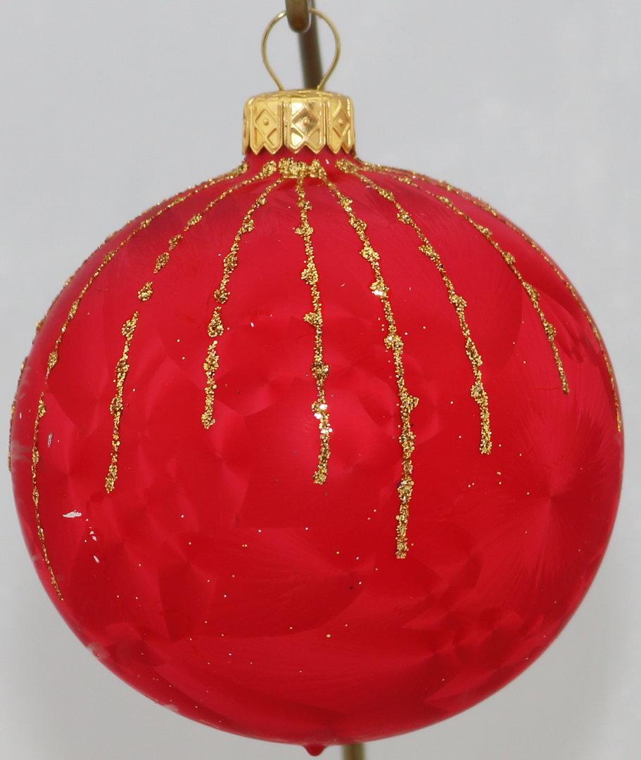 rote weihnachtskugeln aus glas mit goldenen. Black Bedroom Furniture Sets. Home Design Ideas