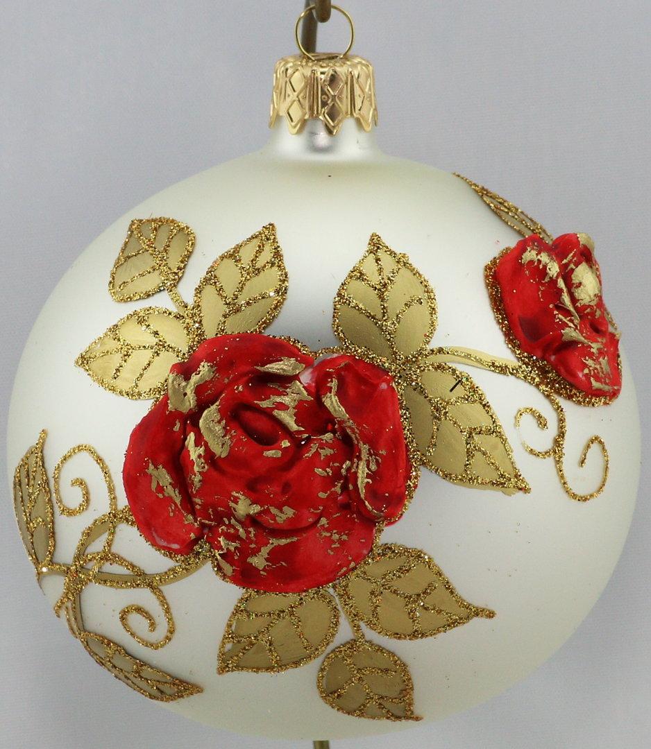 Silberne Weihnachtskugeln.Matte Silberne Weihnachtskugeln Mit Roten Rosen