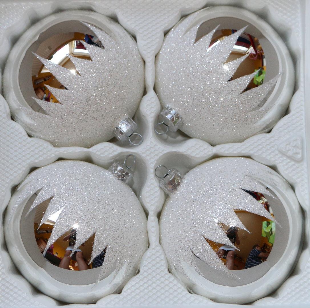 Gl nzende silberne weihnachtskugeln aus glas - Weihnachtskugeln aus glas ...