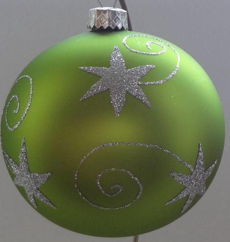 Matte Grune Weihnachtskugeln Aus Glas Mit Silbernen Sternen