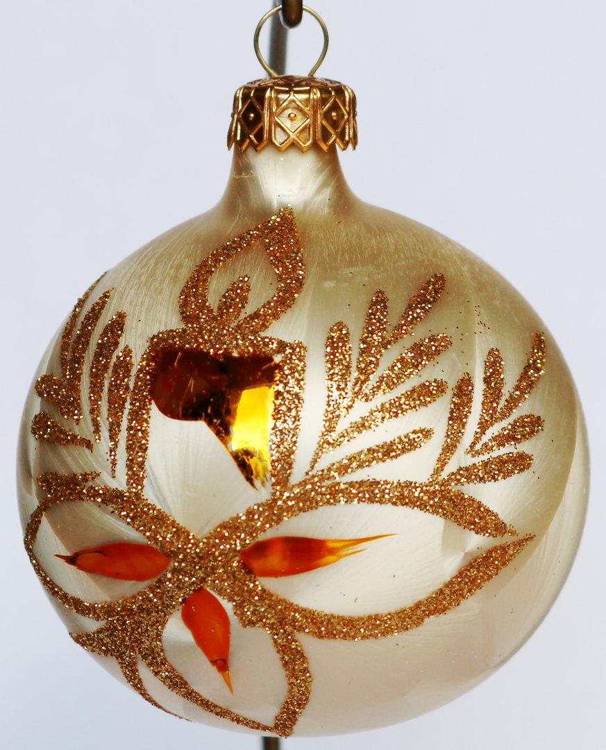 Weihnachtskugeln aus glas mit goldenen glitzerapplikationen - Weihnachtskugeln aus glas ...